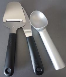 Gastro Max är ett företag som tillverkar ergonomiska hjälpmedel till b.la köket. Dom är gjorda i ett lätt material och lite mer rundade i handtagen.